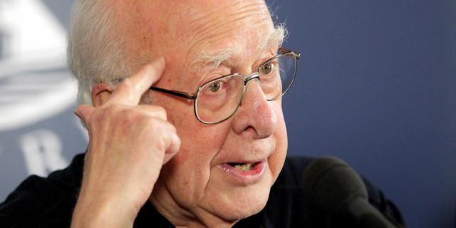 Britse koningin onderscheidt fysicus Higgs