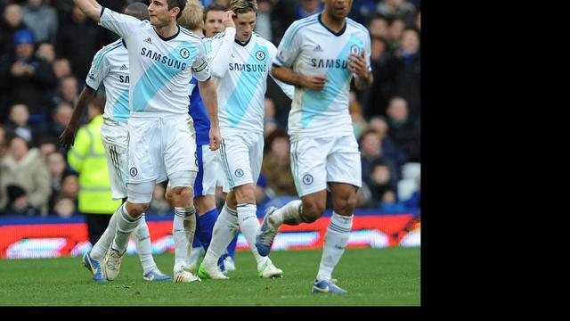Lampard schiet Chelsea voorbij Everton, simpele zege Liverpool