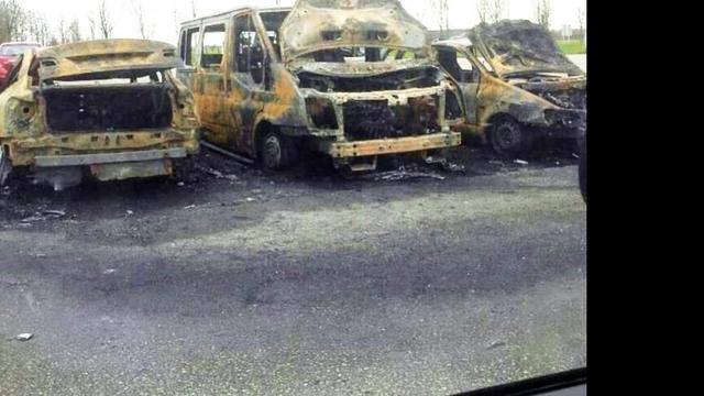 Huurauto's politie uitgebrand