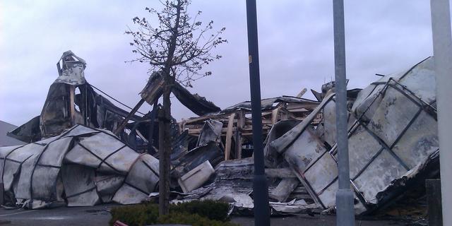 Grote brand op meubelboulevard Enschede