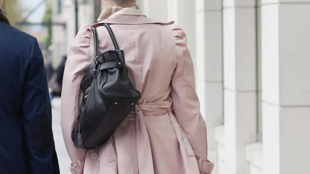 Hoogezandse op straat van tas beroofd