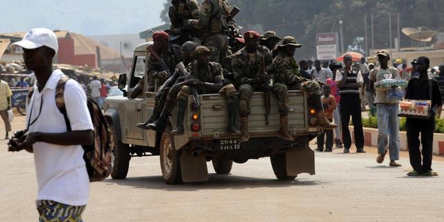 Rebellenleider ontbindt grondwet CAR