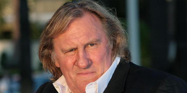 Gérard Depardieu schoot op leeuwen in Afrika