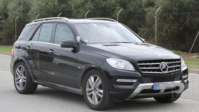Mercedes MLC vermomd op pad