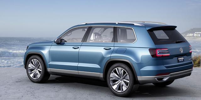 Foto's Volkswagen CrossBlue op straat