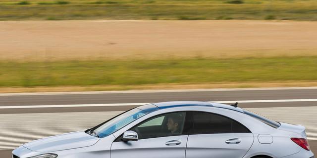 Mercedes CLA aan de prijs