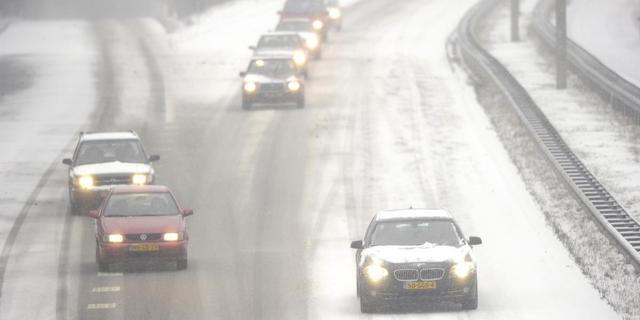 IJzel en sneeuw leiden nog niet tot grote problemen
