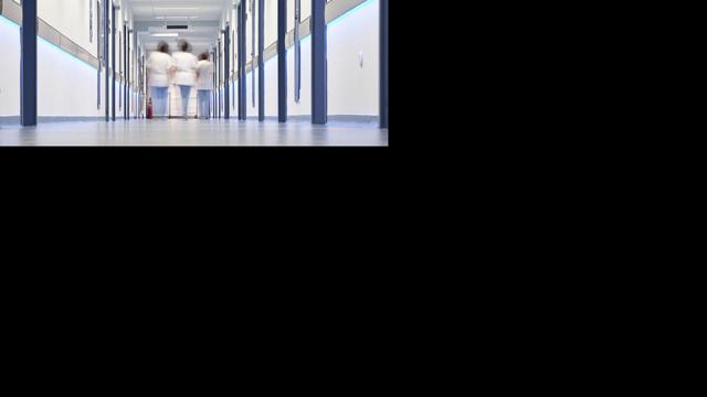 'Verpleegafdelingen in ziekenhuizen steeds voller'