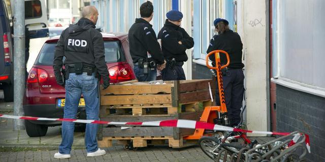 FIOD arresteert vijf personen voor handel met chemicaliën