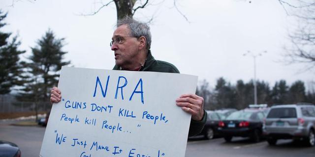 Steeds meer bedrijven verbreken banden met Amerikaanse wapenlobby