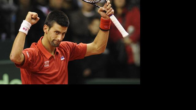 Djokovic imponeert op 'slechtste baan ooit'