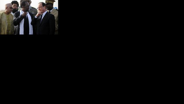 Hollande bezoekt troepen in Mali