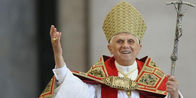 Paus Benedictus XVI treedt 28 februari af