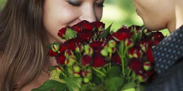 Bloemetje halen? 'Gele roos betekent ontrouw, een orchidee walging'