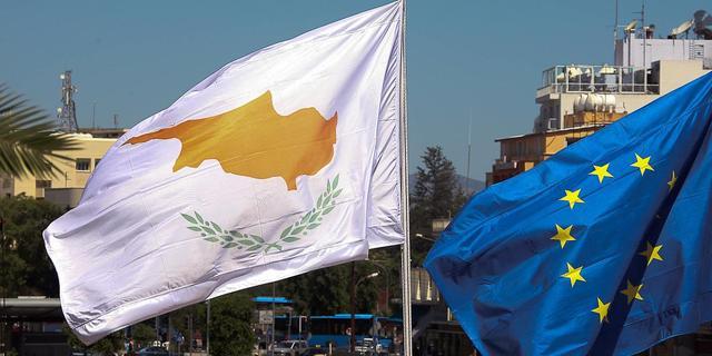 Trojka ziet economie Cyprus minder hard krimpen