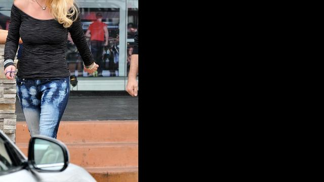 Britney Spears laat nieuwe liefde contract tekenen