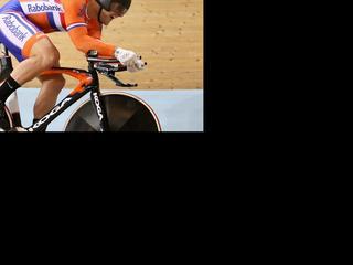 De tweevoudig wereldkampioen op de kilometer tijdrit slaagt er niet in het podium te halen. Hugo Haak noteert de zevende tijd in Minsk.