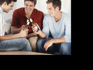 Experts over hoe je vriendschappen kunt onderhouden na komst van kind