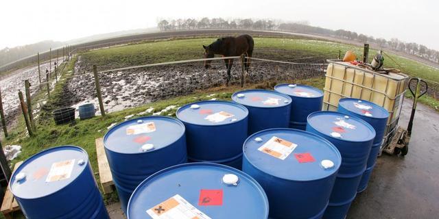Grote vaten met lekkend drugsafval aangetroffen in Dorst