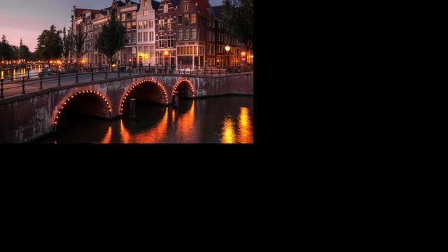 Grachtenhuis toont leven aan Amsterdamse grachten