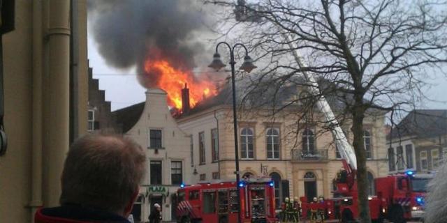 Deel Steenwijk zonder stroom na brand