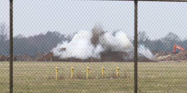 Bom vliegveld Eelde tot ontploffing gebracht