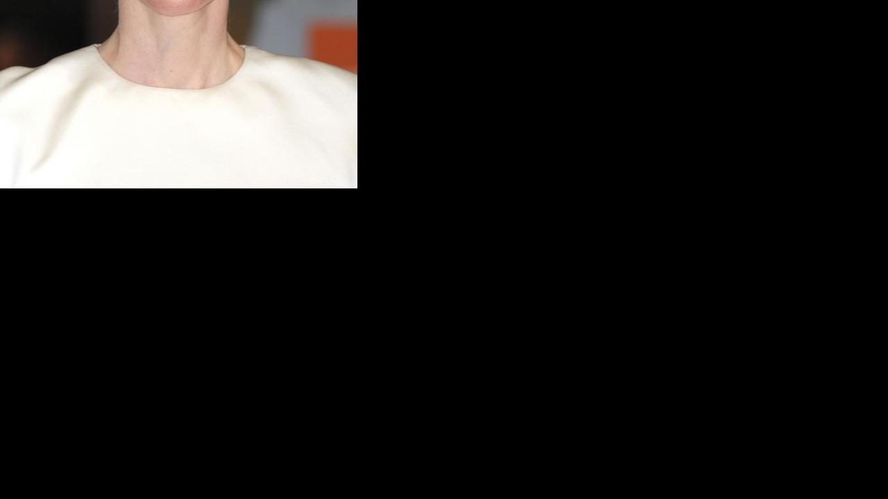 https://media.nu.nl/m/m1nxa6oadr5g_wd1280.jpg/tilda-swinton-geeft-toe-82-jarige-man-spelen-in-horrorfilm-suspiria.jpg