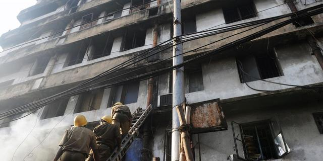 Vele doden na brand illegale markt India