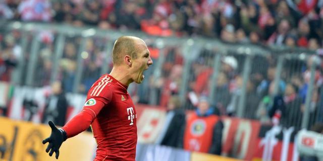 Robben loodst Bayern naar halve eindstrijd
