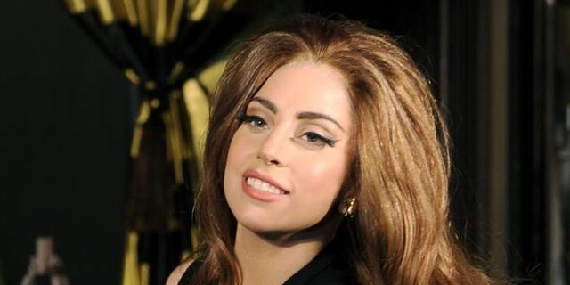 Lady Gaga viert verjaardag in Louis Vuitton-rolstoel