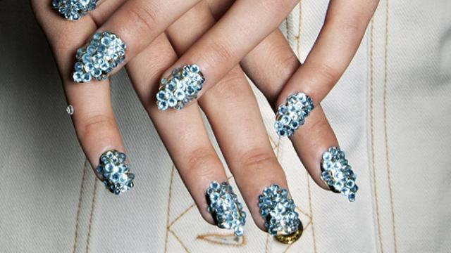 Vrouw spendeert 532 euro per jaar aan nagels