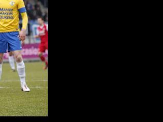 De Waalwijkers winnen na vijf nederlagen op rij in eigen stadion met 2-1 van de matig spelende Alkmaarders.