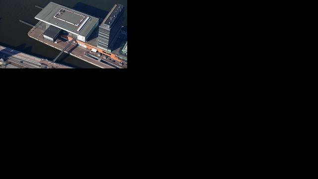 Duitser geeft concert met 144 scheepshoorns bij Muziekgebouw aan 't IJ
