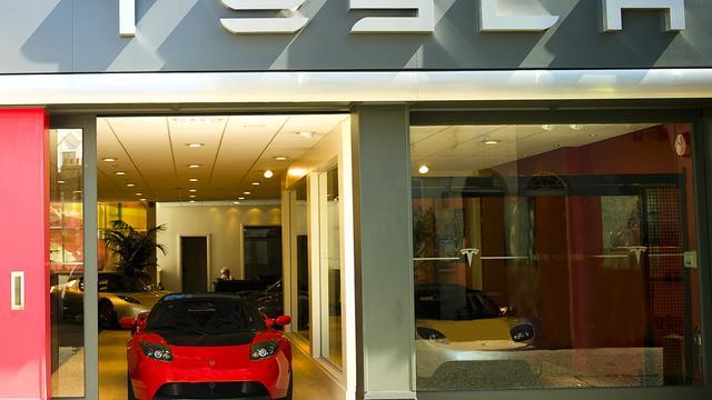 Eerste winst voor elektrische automaker Tesla