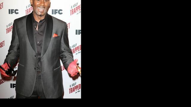 R. Kelly schuift nieuw album maand op