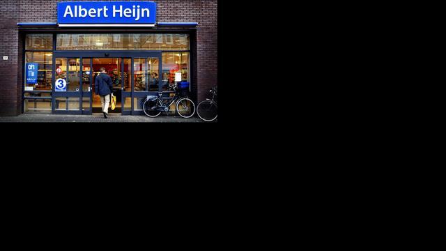 Auto ramt gloednieuwe Albert Heijn Hengelo
