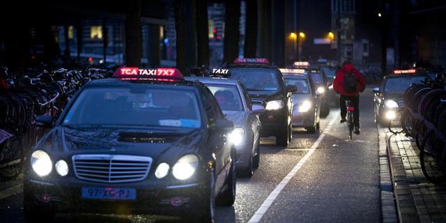Amsterdam krijgt 106 extra taxistandplaatsen