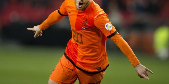 Oranje met Van der Vaart en Lens tegen Roemenië