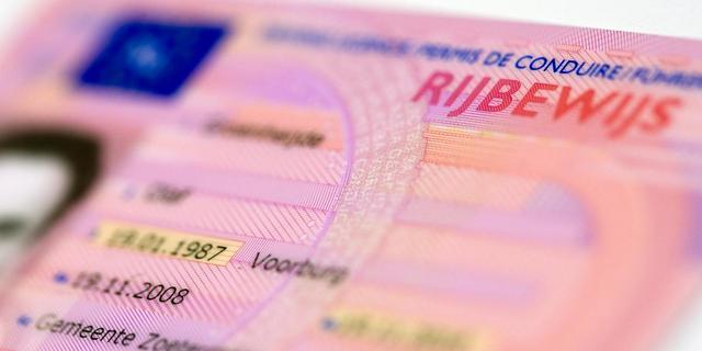 Man mag niet met religieus vergiet op rijbewijsfoto
