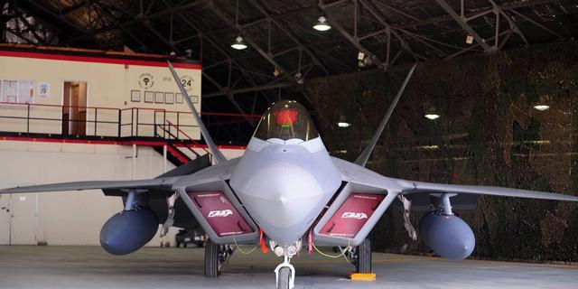 VS stationeren vier F-22's in Duitsland