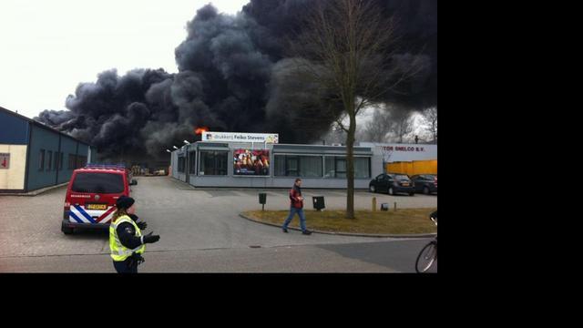 Grote brand in bedrijfshal Emmeloord
