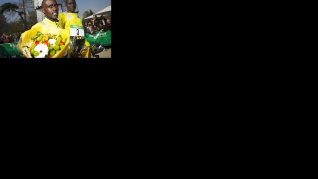 Keniaan Some stunt met zege in marathon Parijs