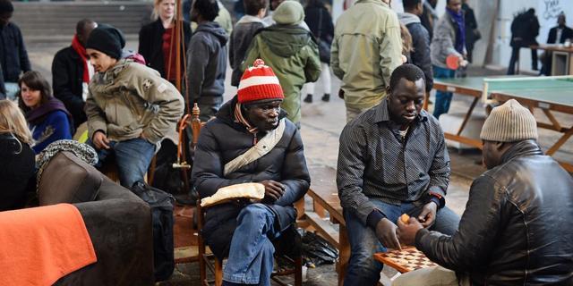 Amsterdamse asielzoekers staan weer op straat
