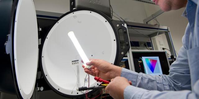 Philips ontwikkelt duurzame ledlamp in tl-vorm