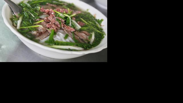 Chinese man koopt voor vijfduizend man eten na vondst verlovingsring