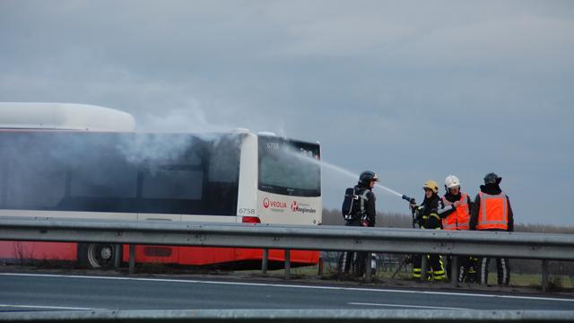 A20 korte tijd afgesloten om brandende bus