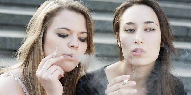 Helft van middelbare scholen heeft rookvrij plein