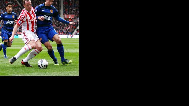 Van Persie scoort weer eens voor United, einde seizoen Krul
