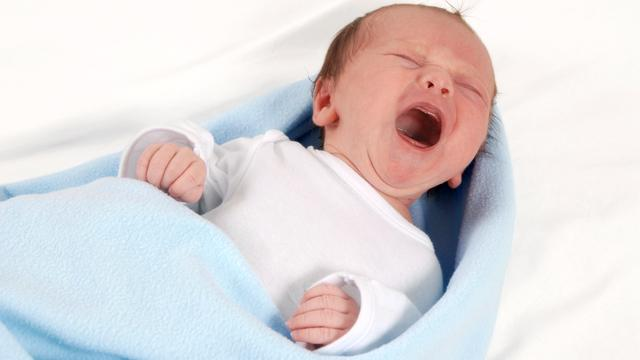Man herkent babygehuil even goed als vrouw