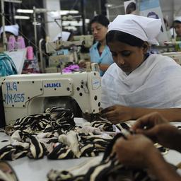 'Kledingarbeiders Bangladesh draaien op voor veiligheidskosten fabrieken'